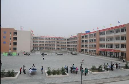 崇州市蜀城中学